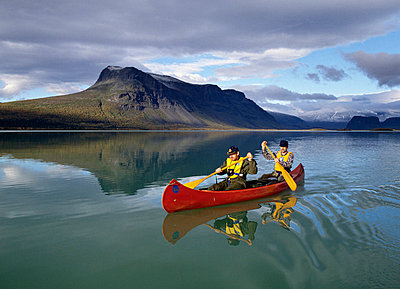 Two men canoeing Adventure, northern Sweden - p8474861 by Bengt Olof Olsson