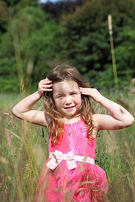 Little girl on a meadow - p045m944626 by Jasmin Sander