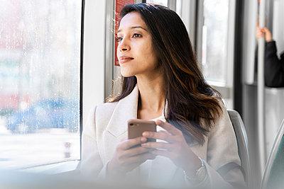 Barcelona, Spain. Young woman commuting. University, student, working, job, commute, indian woman, indian, hindu, publict transport, city, cosmopolitan, susteintable - p300m2166208 von VITTA GALLERY