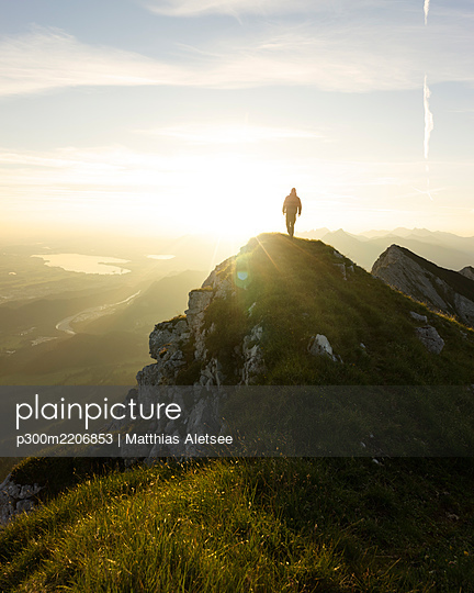 Hiker on viewpoint during sunrise, Brentenjoch, Bavaria, Germany - p300m2206853 by Matthias Aletsee