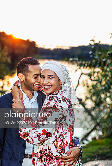Couple standing at lake - p312m2237219 by Pernille Tofte