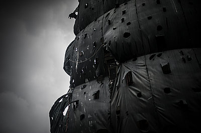 Black tarp like ghost ship sails - p1007m1134833 by Tilby Vattard