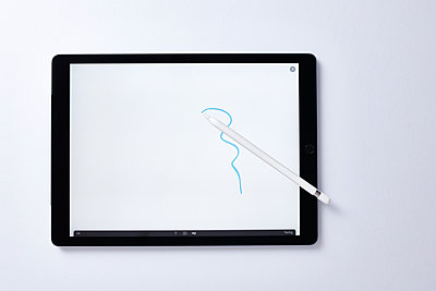 Drawing on tablet computer - p913m1475060 by LPF