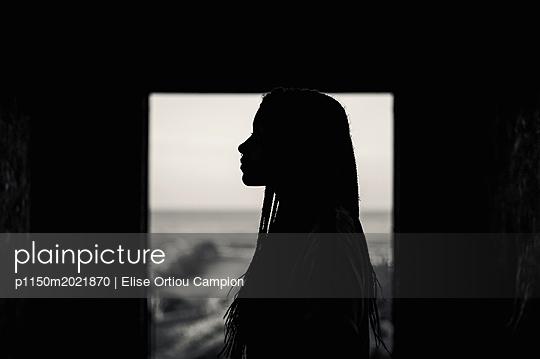 Schatten einer Frau - p1150m2021870 von Elise Ortiou Campion