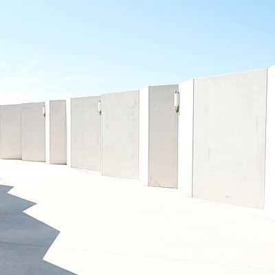 White wall - p1105m2015228 by Virginie Plauchut