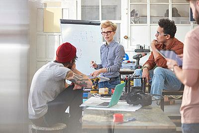 Designers meeting, brainstorming in workshop - p1023m1486412 by Agnieszka Olek