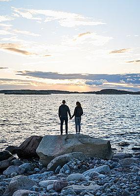 Paar an der Schärenküste - p1124m1165589 von Willing-Holtz