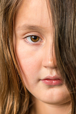 Brown eyed girl - p1418m2002123 by Jan Håkan Dahlström