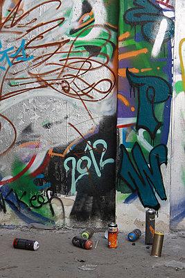 Graffiti mit Spraydosen - p277m883383 von Dieter Reichelt