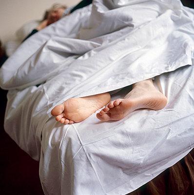Woman sleeping - p3223056 by Sari Poijärvi
