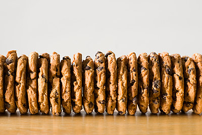 Row of cookies, close-up - p3722549 by Justin B. Paris