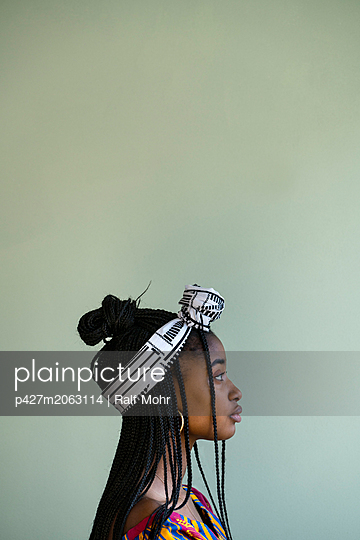 African woman wearing traditional costume - p427m2063114 by R. Mohr