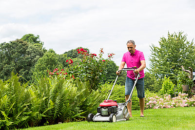 Man lawnmowing - p300m1176065 by JLPfeifer