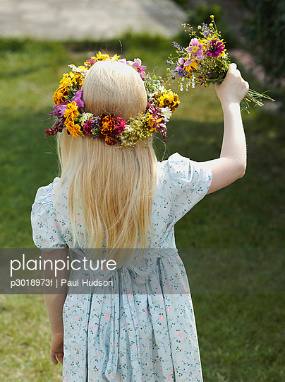 Rear view of a flower girl