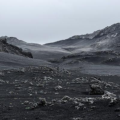 Barren rocky landscape, Iceland - p1624m2195912 by Gabriela Torres Ruiz