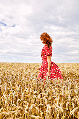 Beautiful red-haired woman in a wheat field - p1540m2200526 by Marie Tercafs