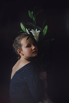 Portrait of a girl with a lily - p1642m2221824 by V-fokuse