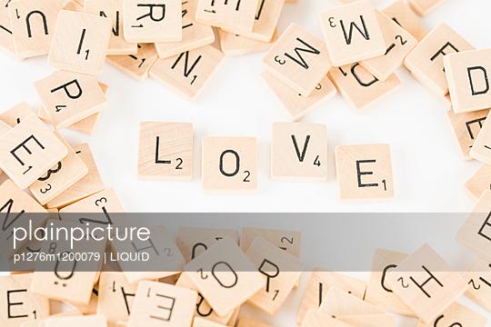 Scrabblesteine bilden das Wort Liebe - p1276m1200079 von LIQUID