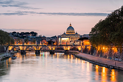 Dusk lights on Tiber River with bridge Umberto I and Basilica di San Pietro in the background, Rome, Lazio, Italy, Europe - p871m1180874 by Roberto Moiola