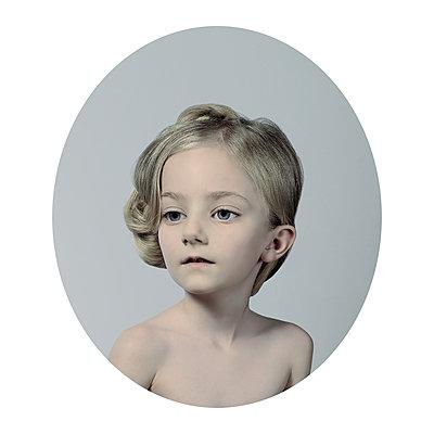 Ingénue 4 - p1233m1540057 by Cécile Decorniquet