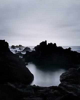Felsenküste - p1370m1445204 von Uwe Reicherter