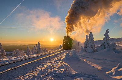Deutschland, Sachsen-Anhalt, Brockenbahn erreicht Gipfel - p300m1356237 von Patrice von Collani