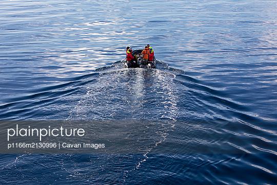 People in zodiac boat on ocean, Antarctica - p1166m2130996 by Cavan Images