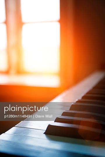 Klavier - p1280m1148491 von Dave Wall