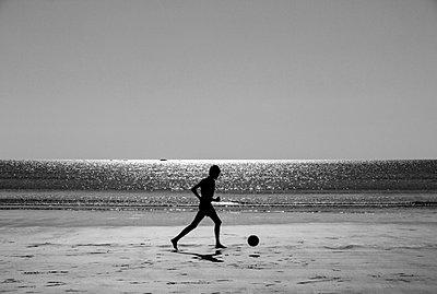 Silhouette - p1245m1043420 by Catherine Minala