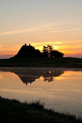 House and sunset in Northern Germany - p4880358 by Bias