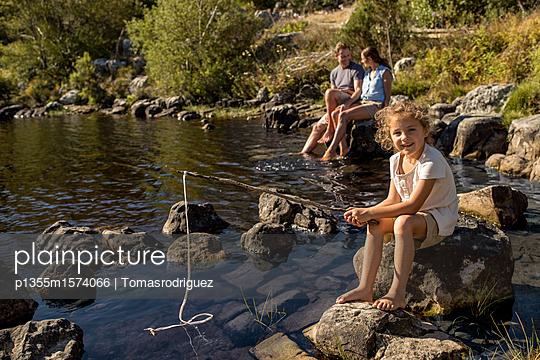 Familie am See - p1355m1574066 von Tomasrodriguez