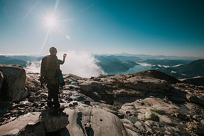 Backpacker captures video of the view from Mount Robbie Reid, British Columbia, Canada. - p1166m2202171 by Christopher Kimmel / Alpine Edge Photography