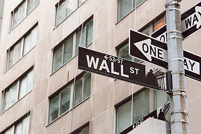 Road signs, Waal Street, New York City, USA - p300m2114691 by Michelle Fraikin