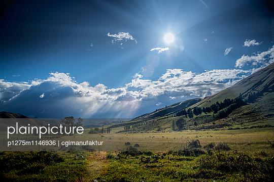 Abendsonne über Landschaft in Neuseeland - p1275m1146936 von cgimanufaktur