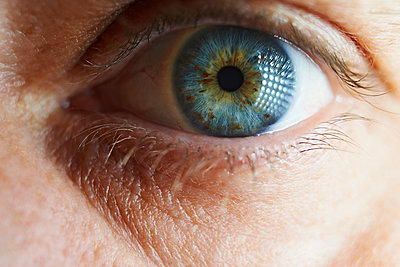Cropped image of woman eye - p1166m1209649 by Cavan Images