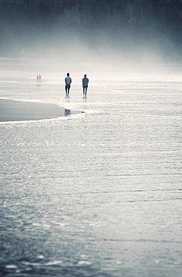 Paar am Meer - p1443m1511485 von SIMON SPITZNAGEL