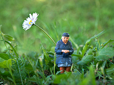 Lonely old lady - p8130325 by B.Jaubert