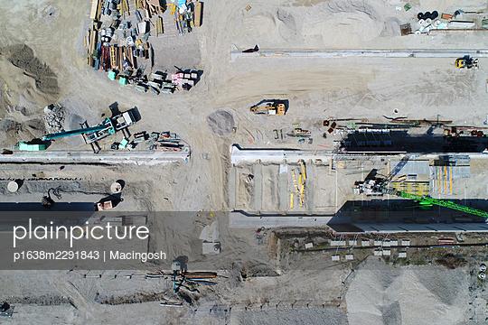 A bird's eye view of a construction site - p1638m2291843 by Macingosh