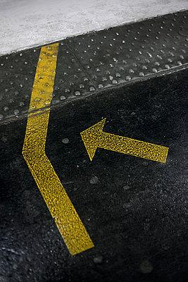 Arrow - p1028m1031095 by Jean Marmeisse