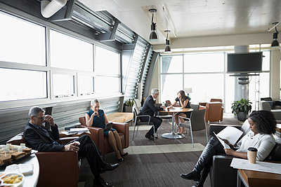 Business people working in business lounge - p1192m1517085 by Hero Images