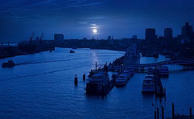 Blick von der Elbphilharmonie in Hamburg - p1515m2053455 von Daniel K.B. Schmidt