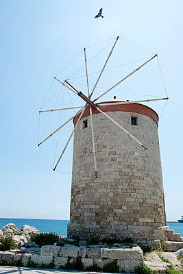 Windmühle in Rhodos Stadt - p451m1575311 von Anja Weber-Decker