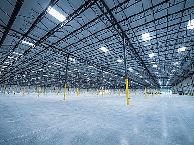 Empty warehouse - p555m1305142 by Erik Isakson
