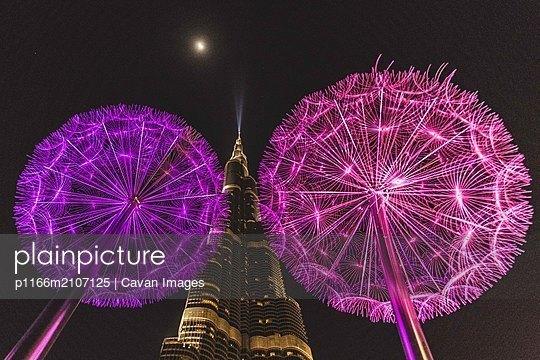 Burj Khalifa - p1166m2107125 by Cavan Images