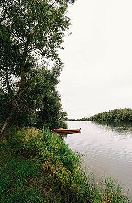 Lake - p1088m902184 by Martin Benner