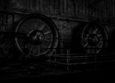 Black grills - p1684m2272106 by Klaus Ohlenschlaeger