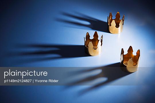 Three crowns - p1149m2124827 by Yvonne Röder