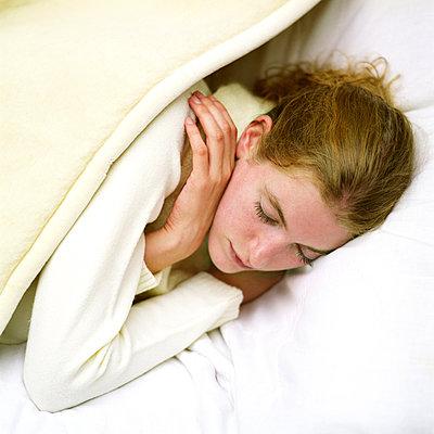Sleeping woman - p1231m1055660 by Iris Loonen