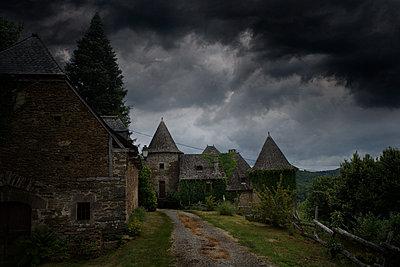 Building exterior, Beaulieu-sur-Dordogne, France - p1084m1118666 by GUSK