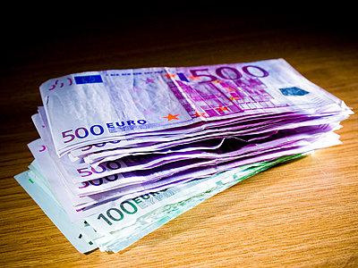 500 euro note - p4130327 by Tuomas Marttila
